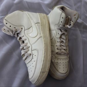 AIR FORCE 1 HIGH TOPS IN ALL WHITE
